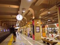 猫電車 阪神三宮駅で - Blue Planet Cafe  青い地球を散歩する