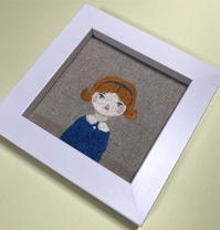 「青いリボンの女の子」の刺繍を額装しました。 - vogelhaus note