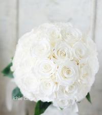 クラッチ風ブーケ広島まで大輪の白バラだけを束ねて - 一会 ウエディングの花