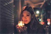 BLACKPINK ロゼ、キャンドルを持って秋らしいセルフショット…女性らしい魅力をアピール - Niconico Paradise!