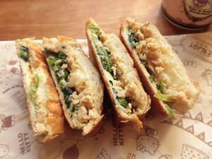 ほうれん草とサケとチーズのホットサンド - 相生産業国賓味彩タレ&ソース時短料理レシピ集