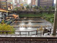 雨の市ヶ谷駅前「釣堀」には誰もいなかった。 - 設計事務所 arkilab