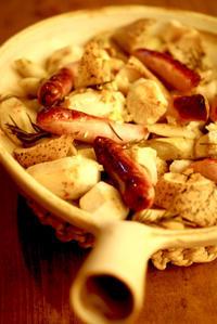 ソーセージと根菜のオーブン焼き平パン特大白にて - 工房正島ぶろぐ
