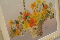 器に活けたデザインの押し花作品 - アトリエ・アキ