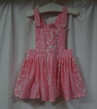 377.ピンクハイビスカス柄の子供のエプロン - フリルの子供服
