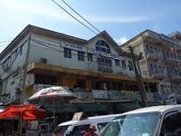 アクラの街を散歩して豆シチューのランチも食べてみた - kimcafeのB級グルメ旅