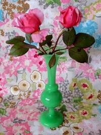 ヴィクトリア時代の翡翠色ウラン・ガラスの花瓶 -  Der Liebling ~蚤の市フリークの雑貨手帖2冊目~