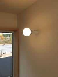 電球そのままブラケット照明 - K+Y アトリエ一級建築士事務Blog