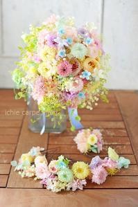 プリザーブドブーケ、アニヴェルセル豊洲の花嫁様へ水色のドレスに  こころがあったまる - 一会 ウエディングの花