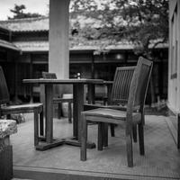 昭和初期の住宅でくつろぐ透明人間たち - Silver Oblivion