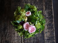 お誕生日の女性へ、タルト型アレンジメント。「エレガントに」。南2西27にお届け。2018/09/28。 - 札幌 花屋 meLL flowers