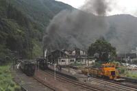 山の麓の小さな駅の行き違い- 肥薩線・2018年 - - ねこの撮った汽車