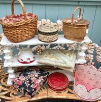 パリの蚤の市から新宿へ*可愛いパニエと刺繍の小箱 - BLEU CURACAO FRANCE