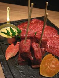 プロの手による焼肉でじっくりとお肉の美味しさを味わいました。うしみつ - あれも食べたい、これも食べたい!EX