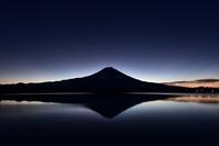 田貫湖の朝 - 風とこだま