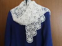 ウール糸のモチーフ繋ぎ台形ショール - 空色テーブル  編み物レッスン