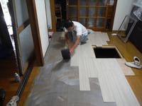 ご家庭に合ったキッチン~床材貼り - 市原市リフォーム店の社長日記・・・日日是好日