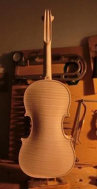白木で完成 - 村川ヴァイオリン工房