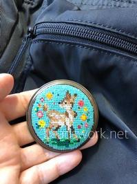 プラナカンビーズ刺繍 ブローチ - プラナカンビーズ刺繍  ビーズワークと旅
