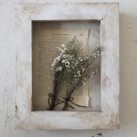 アンモビュームとかすみ草と洋書のシャビーボックス - voyage