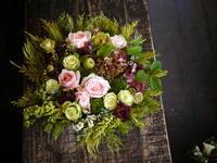 ご結婚記念日とお誕生日にアレンジメント。福住2条にお届け。2018/10/04。 - 札幌 花屋 meLL flowers