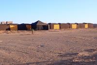 モロッコの砂漠でのホテル - 模糊の旅人