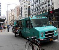 NY初のお花屋さんトラック『アップルーテット・フラワー・トラック』 Uprooted Flower Truck - ニューヨークの遊び方