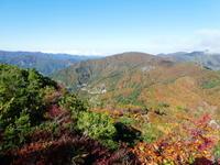 紅葉真っ盛り三方岩岳山頂から野谷荘司山山頂を目指す - 風の便り