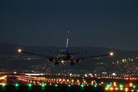 雨上がりの夜の空港は魅惑的 - スポック艦長のPhoto Diary