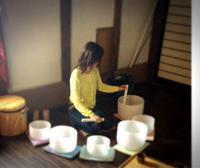 倍音のしらべ 呼吸を深める秋の瞑想会 クリスタルボウルとシンギングボウルのワークショップ - ナチュラル キッチン せさみ & ヒーリングルーム セサミ