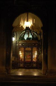 300年前のカフェ - アルルの図書館* 旅する古道具屋