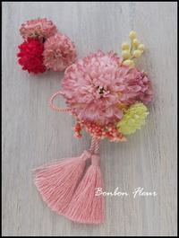 七五三髪飾りレトロピンクのマム - Bonbon Fleur ~ Jours heureux  コサージュ&和装髪飾りボンボン・フルール