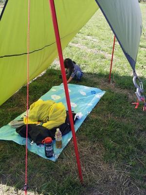 テントの天日干しでパリッパリ。 -