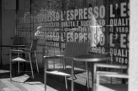 文字で人目を遮るはずだったカフェ - Film&Gasoline