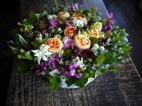 退院のお祝いにアレンジメント。女性へ。「紅茶等のイメージ」。北32条にお届け。2018/10/12。 - 札幌 花屋 meLL flowers