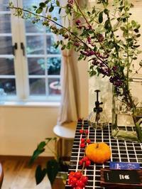 三谷リフォーム様秋の風景 - 北赤羽花屋ソレイユの日々の花