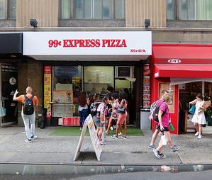 NYのB級グルメの代表格、1ドル・ピザ、99¢ Express Pizza編 - ニューヨークの遊び方