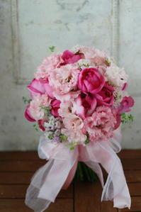 クラッチブーケ ピンクローズ 赤坂氷川神社様と赤坂響さまへ - 一会 ウエディングの花