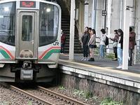 藤田八束の鉄道写真@東北本線小牛田駅で撮った写真、石巻線から入線する貨物列車 - 藤田八束の日記