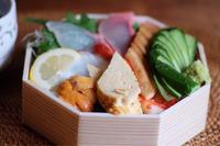 今日のお昼の差し入れは六五寿司のチラシ寿司 - カンパーニュママの暮らしの雑貨とポメプーころすけと日々の出来事日記
