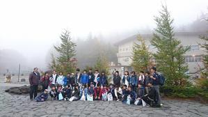 富士山五合目にてクラスみんなで - 城山通信