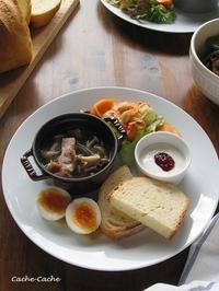 たっぷりきのことベーコンのスープ、柿と大豆のサラダでワンプレート♪ - Cache-Cache+