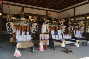 灘のけんか祭り 宵宮①拝殿に祀られた三基の神輿 - たんぶーらんの戯言