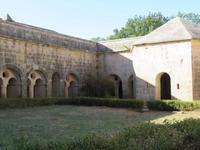 南仏の大遺産!ル・トロネ修道院 - 南仏、青い空の下で暮らす