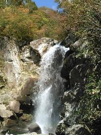 秋の初河谷から芦倉山① - 山にでかける日