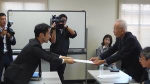 10月18日、大学の軍事研究絶対反対!岡山大学名誉教授の野田隆三郎先生を先頭に岡山大学当局へ申し入れをおこないました - 国鉄西日本動力車労働組合(動労西日本)