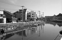 運河沿い(その2) - そぞろ歩きの記憶