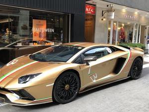 銀座にはランボルギーニと日産GTR50 - やさしい光のなかで