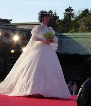 桂由美のファッションショーに遭遇した - ひもろぎ逍遥