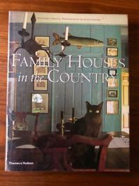 海辺の本棚『Family Houses in the Country』 - 海の古書店